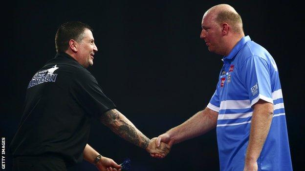 Gary Anderson (left)
