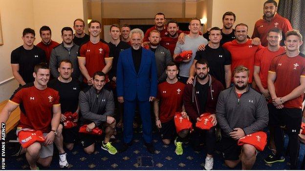 Sir Tom Jones meets Wales' World Cup squad