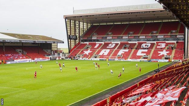 Eight Aberdeen players have gone into self-isolation since Saturday's defeat by Rangers