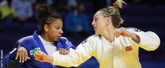 Fanny Estelle Posvite against Sally Conway at the European Championships