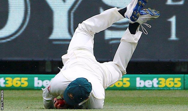 Usman Khawaja catches Stuart Broad
