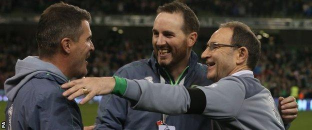 Martin O'Neill celebrates with Roy Keane
