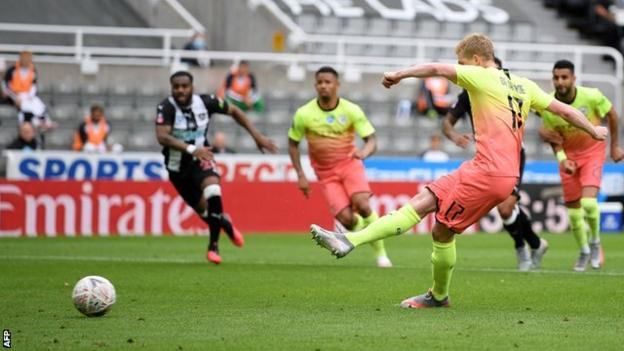 Kevin de Bruyne puts Manchester City ahead from the penalty spot