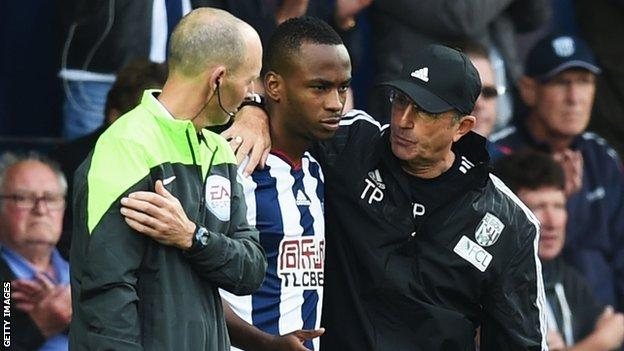 Saido Berahino (centre) and Tony Pulis (right)