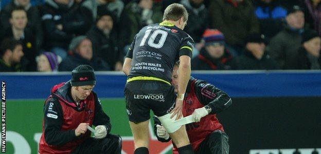Dan Biggar receives treatment before leaving the field