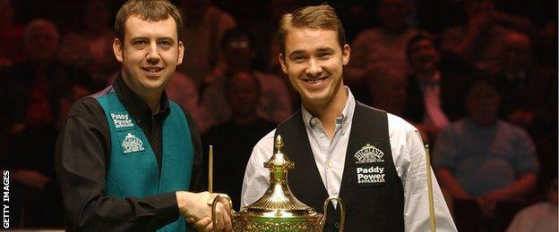 Mark Williams poses with Stephen Hendry