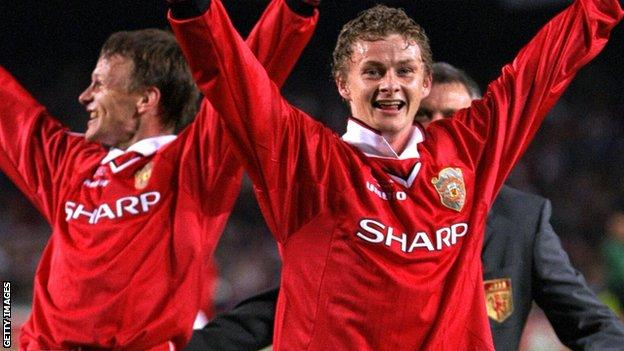 Teddy Sheringham and Ole Gunnar Solskjaer after the 1999 Champions League Cup final