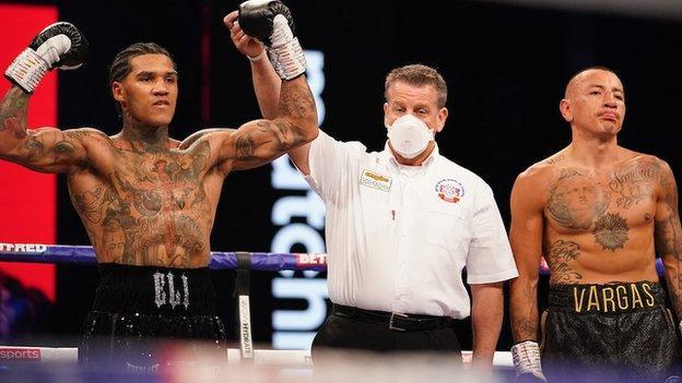 Conor Benn stuns Samuel Vargas with first-round knockout - BBC Sport
