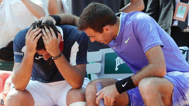 Almagro consoled by Del Potro