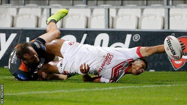 St Helens winger Regan Grace snaked out a hand to score the only try of the game against Castleford