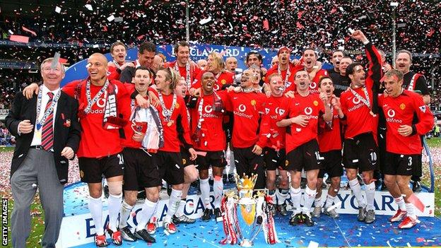 Manchester United players celebrate winning a Premier League title