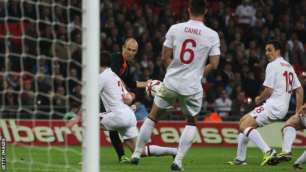 Arjen Robben scores for Netherlands