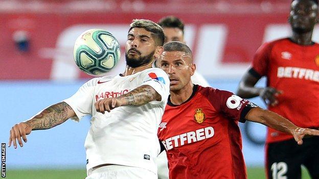 Ever Banega (left) in action for Sevilla against Mallorca