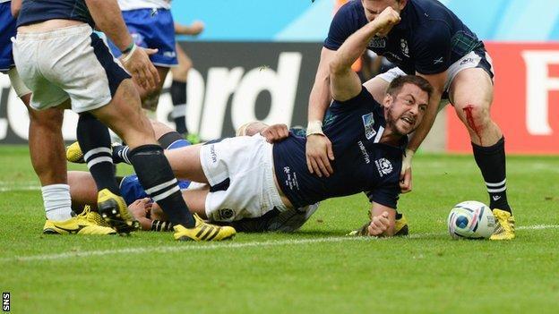 Greig Laidlaw scores for Scotland