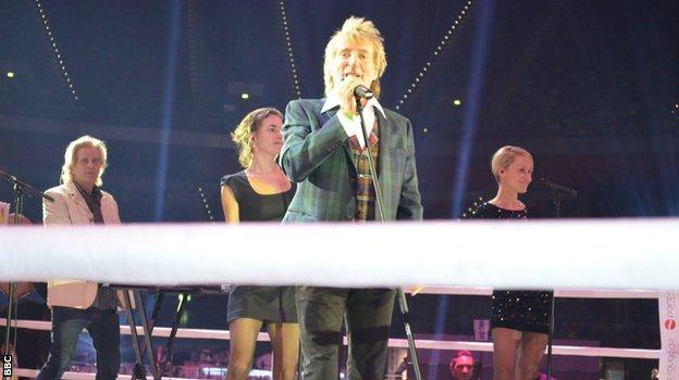Rod Stewart practising his performance in the ring
