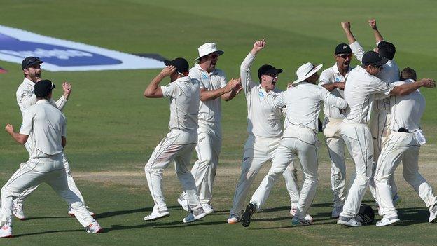 New Zealand celebrating bowling out Pakistan