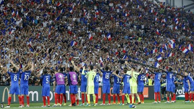 France fans celebrate with the France team