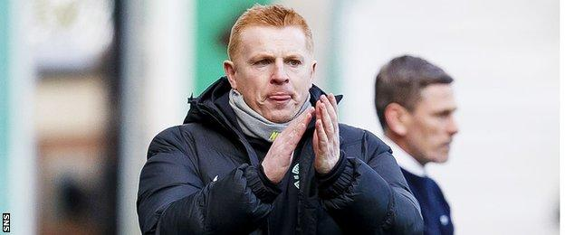 Neil Lennon urges on his Hibs players