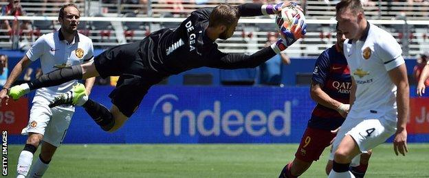David De Gea makes a save against Barcelona