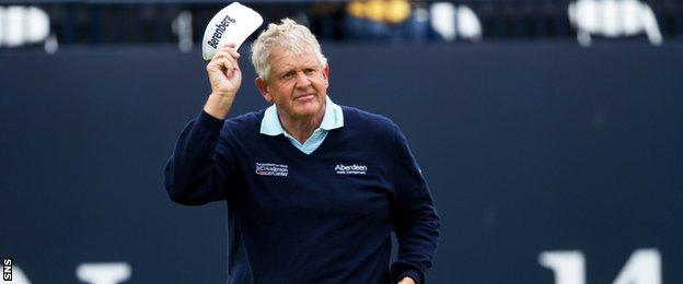 Colin Montgomerie salutes the Open crowd on the 18th green at Troon