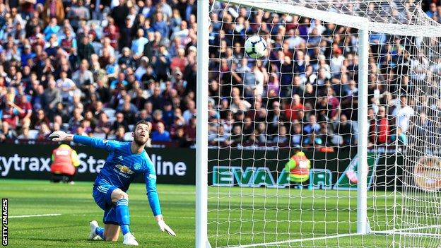 David De Gea reaches as West Ham score their second goal