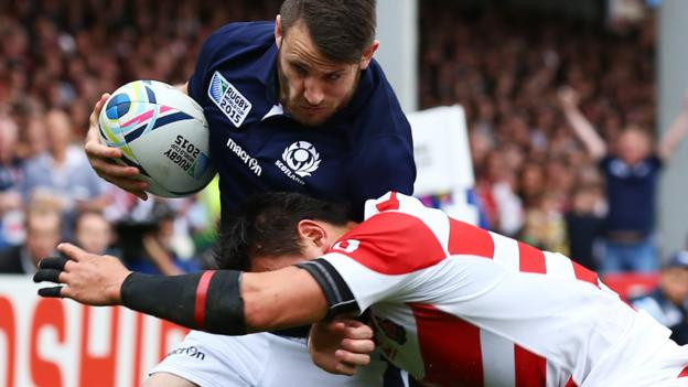 World Rugby to test waist-height tackles as part of trial thumbnail
