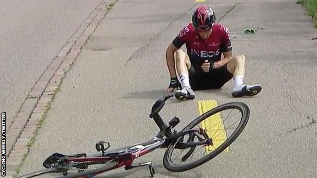 Geraint Thomas was able to sit up after his crash