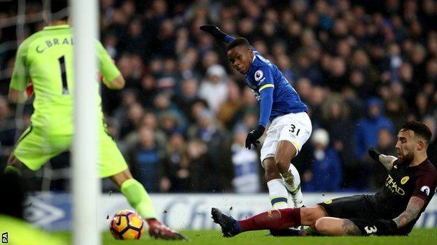 Ademola Lookman scores Everton's fourth goal