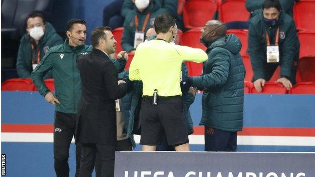 Pierre Webo arguing with the officials during the Paris St-Germain and Istanbul Basaksehir game
