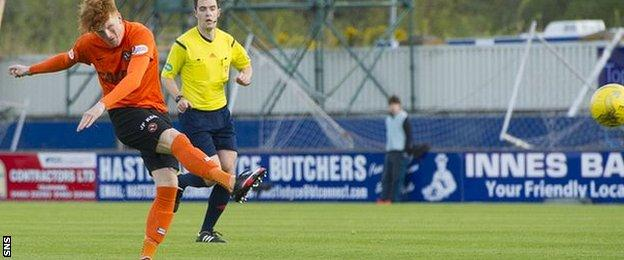 Simon Murray lets fly to score the opener for Dundee United