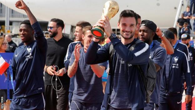 French players land at the Charles de Gaulle airport
