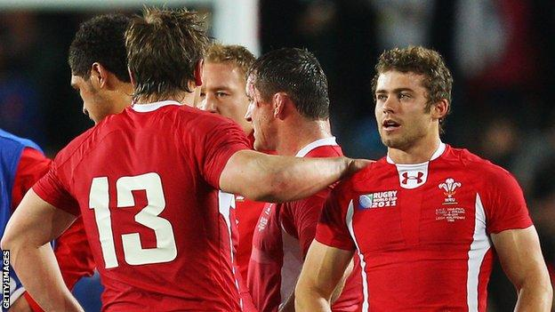 Leigh Halfpenny is consoled by Jonathan Davies after the 2011 World Cup semi-final loss to France