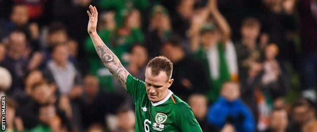 Glenn Whelan acknowledges applause after appearing to win his final Republic cap against Northern Ireland in November