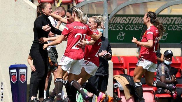 Man Utd players celebrating with Casey Stoney