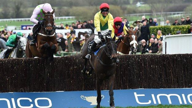 Sizing John wins the 2017 Gold Cup