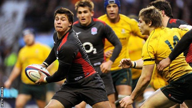 Ben Youngs passes the ball