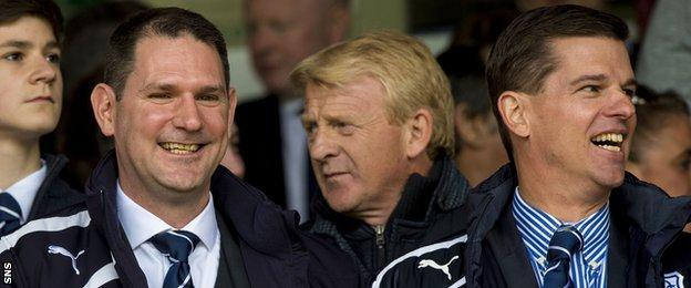 John Nelms (left) and Tim Keyes (right) with Scotland head coach Gordon Strachan