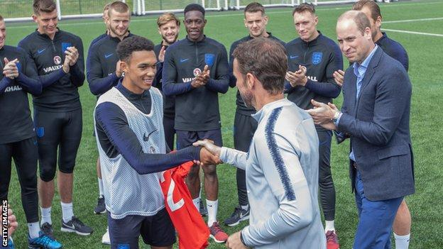 Rashford joins England training at World Cup base