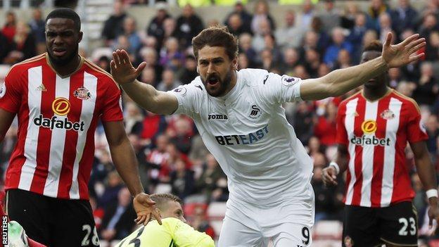 Fernando Llorente celebrates scoring