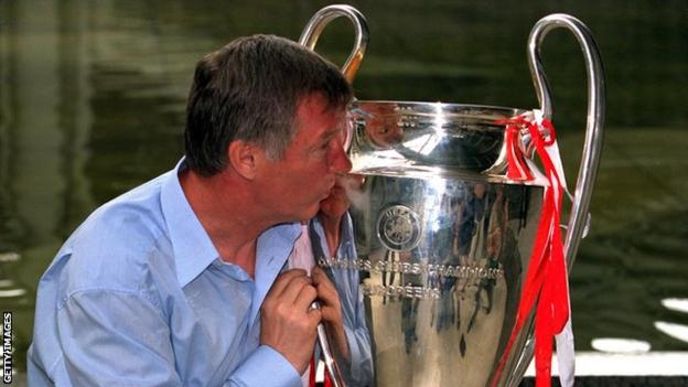 Sir Alex Ferguson kisses the European Cup after his Manchester United side beat Bayern Munich in the 1999 final