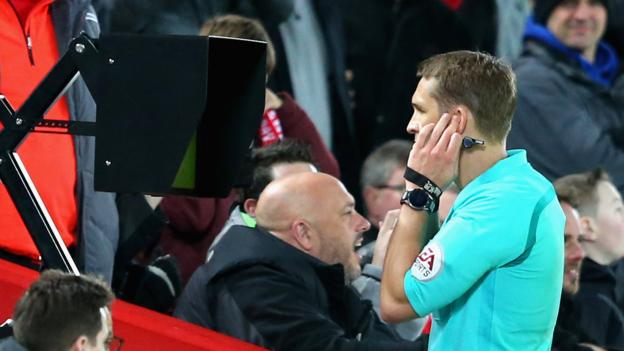 VAR: How will the Premier League adapt to the video assistant referee system? thumbnail