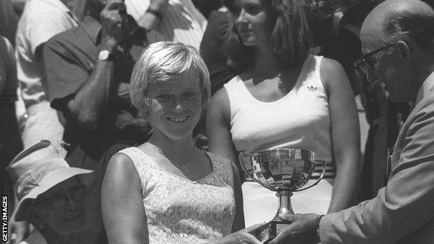 Sue Barker is handed the French Open trophy in 1976