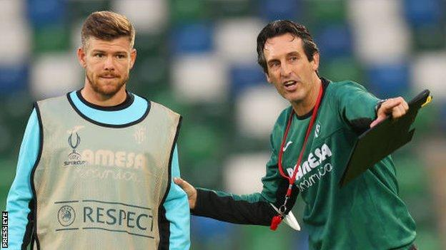 Villareal player Alberto Moreno receives instructions from manager Unai Emery during training at Windsor Park
