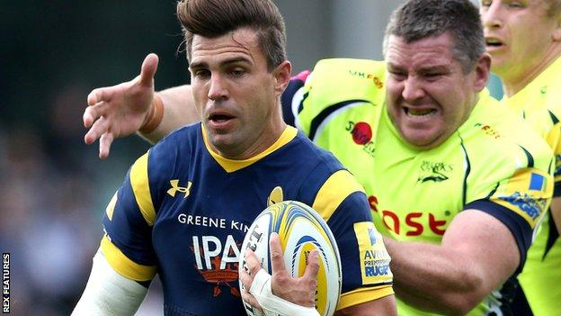Wynand Olivier of Worcester Warriors runs past Sale Sharks player