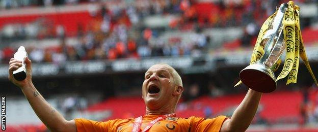 Dean Windass celebrates promotion with Hull City