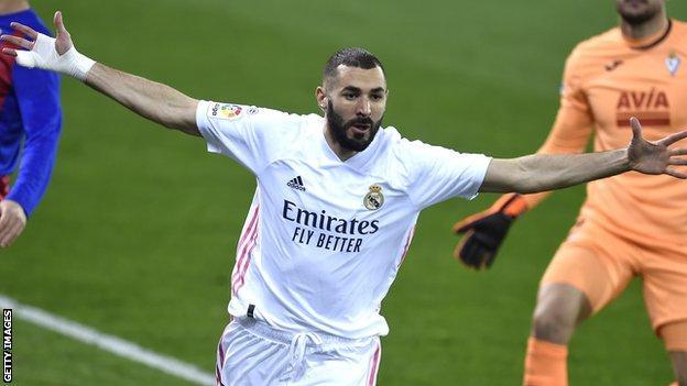 Karim Benzema hedefini kutluyor