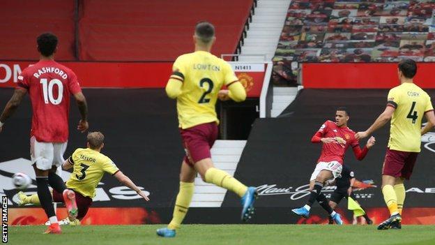 Manchester United 3-1 Burnley: Mason Greenwood scores twice for hosts thumbnail