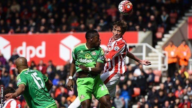 Stoke striker Peter Crouch and Sunderland defender Lamine Kone