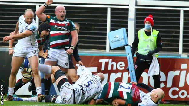 Tom Youngs scores Leicester's second try against Gloucester