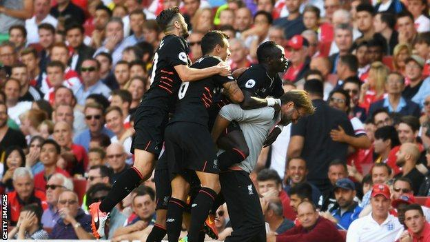 Liverpool manager Jurgen Klopp (right) celebrates with his players after Sadio Mane scores against Arsenal